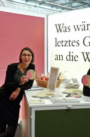 """Die Initiative """"Mein Erbe tut Gutes. Das Prinzip Apfelbaum"""" auf der Messe """"Die besten Jahre"""" in Stuttgart vom 20. bis 21. November"""