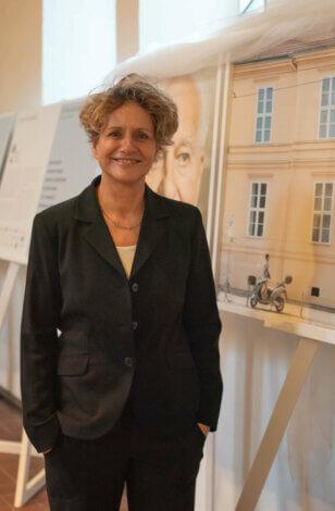 """Ausstellung """"Das Prinzip Apfelbaum. 11 Persönlichkeiten zur Frage ,Was bleibt?'"""" in der St. Markus Kirche in München eröffnet."""